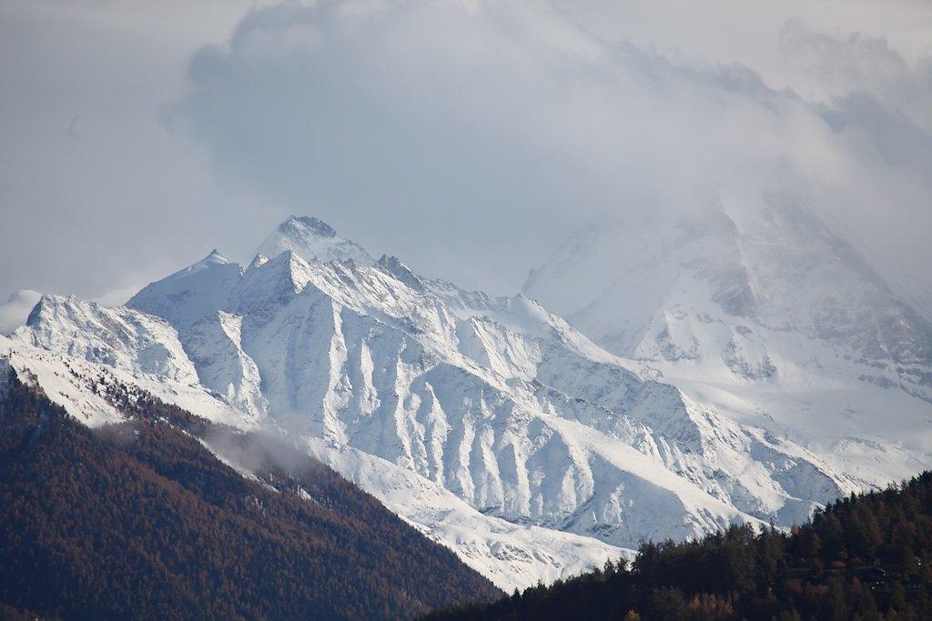 Grand Cornier et Dent Blanche (dans les nuages)